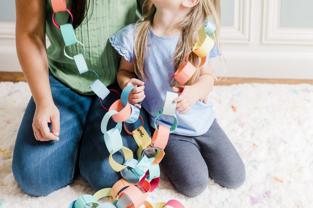 Thankfulness Paper Chain Craft | Lightfilledhome.com/blog